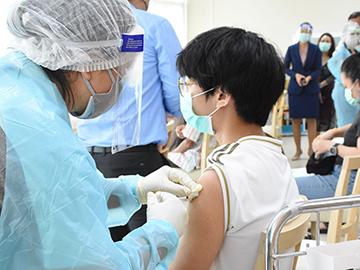 การฉีดวัคซีนป้องกันโควิด – 19
