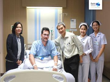 นพ.กวี ชินศาศวัต อายุรแพทย์ โรงพยาบาลเปาโล โชคชัย 4 เข้าเยี่ยมคุณโอริเวอร์ บีเวอร์